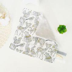 Doudou bébé gris et tissu animaux de la forêtnoir et