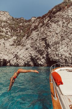 Summer Vibes Adventure Discover A Day in Capri There is nothing more magical than the Italian coast and I refuse to let anyone tell me otherw. European Summer, Italian Summer, Beach Aesthetic, Travel Aesthetic, Adventure Aesthetic, Summer Aesthetic, Aesthetic Photo, Adventure Awaits, Adventure Travel