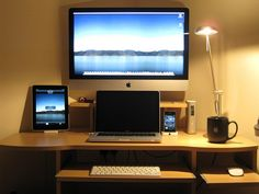 I think i am finally happy with my Mac Set up after a few years of collecting now,    In the photo    27' iMac (Late 2009)  13' Alu MacBook (Late 2008)  iPad 64GB WiFi (Apr 2010)  iPhone 3GS 32GB (Jun 2009)  3 iPod Shuffles (2006 2007 2009)  Alu Mac Remote (L http://hc.com.vn/vien-thong/dien-thoai-di-dong.html  http://hc.com.vn/vien-thong/  http://hc.com.vn