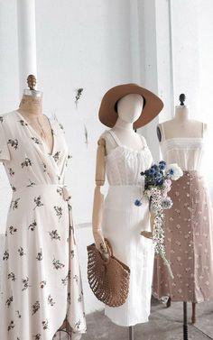Adored Vintage / Feminine Romantic Vintage Inspired Clothing Shop - New Dress Dresses For Teens, Trendy Dresses, Women's Dresses, Nice Dresses, Casual Dresses, Floral Dresses, Simple Dresses, Vintage Outfits, Vintage Inspired Outfits