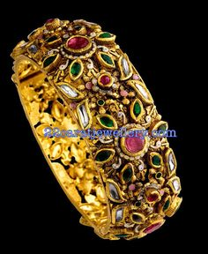 Photo and picture of Tribhovandas Bhimji Zaveri, Basheerbagh, Hyderabad, uploaded by ASKLAILA Gold Bangles Design, Gold Jewellery Design, Gold Jewelry, Jewelery, Jewelry Design Drawing, Gold Diamond Earrings, Or Antique, Bridal Jewelry, Bangle Bracelets