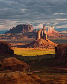 Outdoor Travel usa The countdown continues with another one of our favorite places north of Phoenix. This is Monument Valley. Photograph by Suzanne Mathia. Monument Valley, Beautiful World, Beautiful Places, Landscape Photography, Nature Photography, Photography Tips, Arizona Road Trip, Salt Lake City Utah, Parcs