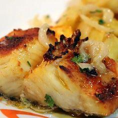 Cod Fish Recipes, Seafood Recipes, Wine Recipes, Snack Recipes, Cooking Recipes, Snacks, Bacalhau No Forno Com Cebolada, Bacalhau Recipes, Baked Tilapia
