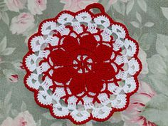 FREE PATTERN ~ Ravelry: Queen Annes Lace Vintage Potholder pattern by Maggie Weldon