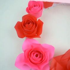 This wall decoration with DIY pink and red roses is everything! This wall decoration with DIY pink and red roses is everything! Large Paper Flowers, Tissue Paper Flowers, Paper Flower Wall, Flower Wall Decor, Crepe Paper Roses, Paper Wall Decor, Diy Wall Decor, Diy Wanddekorationen, Fleurs Diy