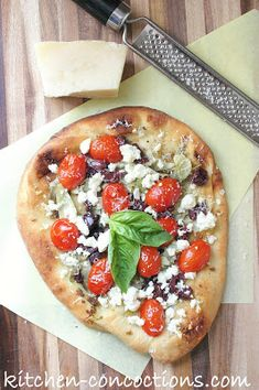 Kitchen Concoctions: Easy Mediterranean Pizza #recipe #pizza #vegetarian
