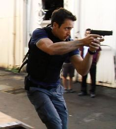Alex Love, Alex O'loughlin, Hawaii Five O, River Pictures, Three Rivers, Chicago Fire, It Cast, Actors, Couple Photos