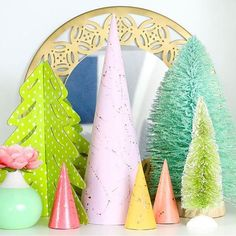 I've been adding a bit of lime green to my holiday decor this year and I'm kinda in love with it. But emerald green will always be my favorite shade. What color of green is your fav?  Don't forget you can DIY your own splatter trees too!  http://ift.tt/2gE2ovM