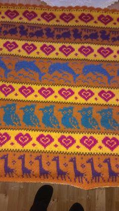 Hönsestrikk (Hønsestrikk). Cute pattern for a baby blanket. Love the color combinations!