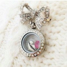 The mini locket on the Bouquet clasp is perfect for your grandmother to wear on her favorite sweater. Ask to Join my VIP group: https://www.facebook.com/groups/343366965853845/ Designer #11962960