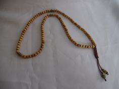 Chapelet bouddhiste Mala, café rayés, perles en bois et jade. : Bijoux pour hommes par crea-039-martine