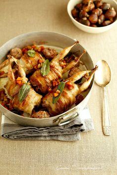 Cucina Scacciapensieri: Quaglie in padella con ripieno di salsiccia e castagne
