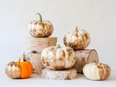 Gold Marbled Pumpkins >> http://www.diynetwork.com/how-to/make-and-decorate/decorating/2015-pictures/unique-pumpkin-decorating-ideas-for-2015-