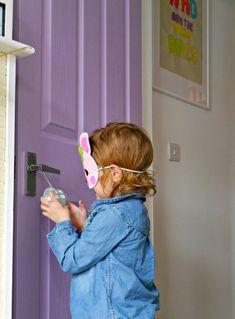 Purple doors in children's rooms Creative Decor, Creative Kids, Displaying Childrens Artwork, Colorful Bedding, Purple Door, Stylish Bedroom, Painted Doors, Home Staging, Kids Bedroom