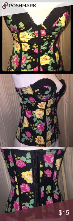 Hot Topic Floral Corset Style This is in Great Condition from Hot Topic. Size 32B Smoke Free Home Hot Topic Tops Camisoles