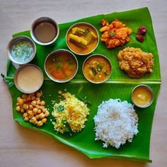 Nature for utility, not just luxury South Indian Breakfast Recipes, Indian Food Recipes, Ethnic Recipes, Banana Leaf Rice, Full Meals, South Indian Food, Steamed Rice, Girly Pictures, Meal Recipes