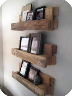 there are a million pallet ideas out there, but I really like this one! Pallet shelves there are a million pallet ideas out there, but I really like this one! Decoration Palette, Photo Shelf, Picture Shelves, Pallet Picture Display, Pallet Picture Frames, Picture Ledge, Picture Ideas, Photo Wall, Palette Deco