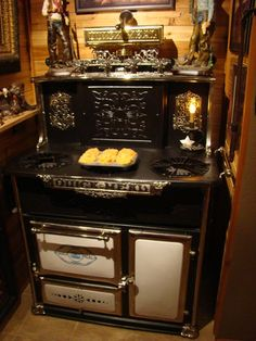 Antique Stove  Early Quickmeal Vapor CookstoveQuick Meal stove co. div. St. louis. USA
