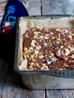 Peanøttsmør brownies #brownies #peanøttsmør #peanutbutter #sjokolade #sjokoladekake #chocolate #chocolatecake #oppskrift #recipe #easy #easyrecipes Brownie Cookies, No Bake Treats, Peanut Butter Cups, Brownies, Nom Nom, Cereal, Oatmeal, Good Food, Food And Drink