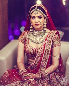 This app includes a collection of best handpicked Indian Bridal Dresses. Indian Bridal Outfits, Indian Bridal Makeup, Indian Bridal Fashion, Indian Bridal Wear, Bridal Dresses, Bridal Beauty, Bridal Hair, Indian Wedding Bride, Indian Wedding Jewelry