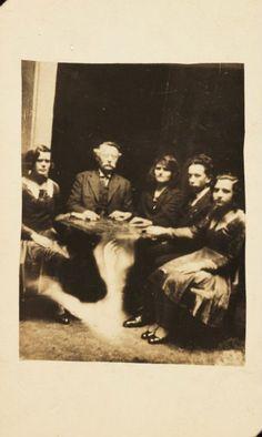 Foto di famiglia col fantasma. 20 immagini spettrali. #photography #vintage