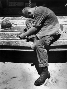 "historicaltimes: ""An exhausted marine sobs after carrying wounded and dead marines from a battle on An Hoa Island, South Vietnam, July 1965 by Pulitzer Prize winner Eddie Adams. Vietnam History, Vietnam War Photos, World History, World War, Sad And Lonely, South Vietnam, Indochine, Vietnam Veterans, Military History"