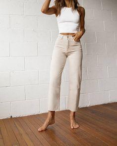 Fashion Tips Moda French Fashion Tips.Fashion Tips Moda French Fashion Tips French Fashion, Look Fashion, Hijab Fashion, Korean Fashion, Fashion Outfits, Womens Fashion, Fashion Tips, Fashion Hacks, Winter Fashion