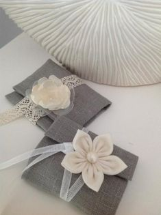 Bustine portaconfetti in lino con fiori