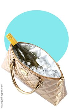 Stylish Gold Faux Leather Insulated Wine or Champaign Cooler Handbag #affiliatelink #coolerbag #goldbag #beachbag #beachwear #bathingsuits #beachvibes #beachoutfits #winelovers #beachaccessories Wine Purse, Wine Tote Bag, Gifts For Women, Gifts For Her, Wine Carrier, Woman Wine, Gifts For Wine Lovers, Beach Accessories, Beachwear For Women