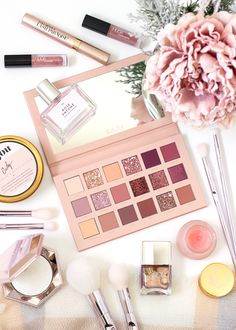 Magnificence An in-depth overview of the Huda Magnificence New Nude Eyeshadow palette, together with Rose Gold Makeup, Pink Makeup, Cute Makeup, Beauty Makeup, Glowy Makeup, Drugstore Makeup, Sephora Makeup, Macy's Beauty, Beauty Tips