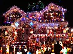 112 Photos Of Over The Top Houses Decorated With Christmas Lights ...