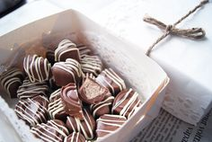 muotteihin Sweet Little Things, Candy S, Sweets, Drink, Eat, Christmas, Recipes, Food, Xmas