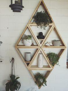 25 Geometric wooden shelf design ideas home decor Decorating Farmhouse Ext… Wooden Shelf Design, Wooden Decor, Wooden Shelves, Hanging Shelves, Floating Shelves, Diy Wood Projects, Home Projects, Geometric Decor, Geometric Shelves
