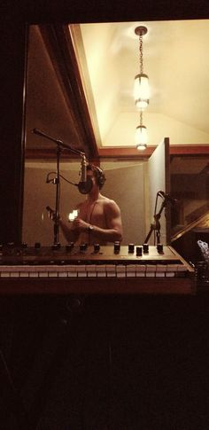 Its just. Ugh CAN SOMEONE EXPLAIN WHY HE NEEDS TO DO THIS SHIRTLESS?