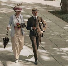 Downton Abbey Fashion era, Early colour photo 1910s? New York couple