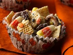 Halloween Chex Mix 8 oz white chocolate baking bars, coarsely chopped 4 c. Corn or Rice Chex 2 c.bite-size pretzel twists 1/2 c.raisins 1 c. candy corn 1/4 c. orange and black candy decorations
