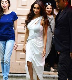 Malaika looked pristine in her white gown as she stepped out. Bollywood Celebrities, Bollywood Fashion, Sexy Dresses, Formal Dresses, Tabu, White Gowns, Bridesmaid Dresses, Wedding Dresses, Tumblr Girls
