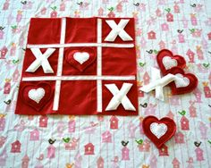 Valentine Felt Tic Tac Toe Game- 20 Cute DIY Valentine's Day Gift Ideas for Kids Kids could make during our Valentine Craft Afternoon