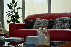 #rojo como decorar un #sofarojo @acotiodeco nos trae unas cuantas opcioneshttp://acotiodeco.es/2018/01/cojines-para-decorar-un-sofa-rojo/