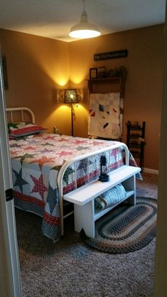 Country primitive guest room
