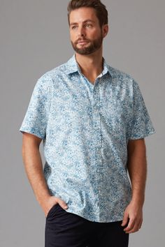 Cut in our regular fit in a lightweight cotton this shirt features an all over modern paisley print. Featuring a left chest pocket, contrast trims and a box pleat in the back for added comfort. We've finished this shirt with branded Wild South buttons and woven shirt tag. Available in with a teal or navy print.