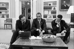"""POLITICO [Photo of the day] """"Messaging"""" President Obama meets with speech writers Jon Favreau and Cody Keenan in this Oval Office shot by photographer Pete Souza. The White House did not say what they. Barack Obama, Presidente Obama, Spin Doctors, Family Office, Oval Office, Northwestern University, State Of The Union, Director, Former President"""