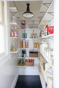 Farmhouse Kitchen Pantry Inspiration- The Best Farmhouse Pantry Inspiration – A huge collection of beautifully organized farmhouse pantries that are classic yet completely on-trend with modern farmhouse touches. Kitchen Pantry Design, Kitchen Organization, New Kitchen, Kitchen Decor, Organization Ideas, Closet Organization, Kitchen Small, Stylish Kitchen, Room Kitchen