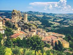 Molise-italia1 (1) Italian Village, Tourism Website, Last Minute Travel, Southern Italy, Stunning View, Travel Deals, Lonely Planet, Traveling By Yourself, National Parks