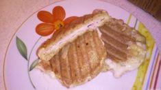 Kenyérmentes melegszendvics - Melegszendvics szendvics sütőben kenyér nélkül. #kenyér #tojás #trappista #útifűmaghéj #lisztmentes #diétás #sonka #szendvicssütő Waffles, Pancakes, Breakfast, Food, Morning Coffee, Meal, Crepes, Essen, Pancake