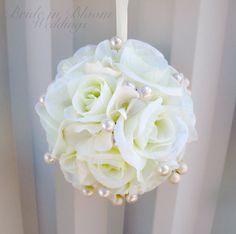 Bolas blancas crema Florista pomander boda por BrideinBloomWeddings