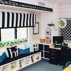 Our Schoolgirl Style classroom makeover from earlier this month still has us swooning. From stylish borders to motivational charts (and… 3rd Grade Classroom, Classroom Themes, Preschool Classroom, Classroom Environment, Classroom Design, Classroom Organization, History Classroom, Modern Classroom, Classroom Setting