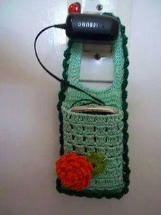 30 Cute Crochet Gifts Ideas for Loved Ones Crochet Diy, Crochet Home, Love Crochet, Crochet Gifts, Crochet Organizer, Knitting Patterns, Crochet Patterns, Crochet Phone Cases, Crochet Mobile