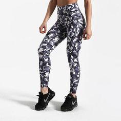 5dd209b7cc0bf4 Pixelated Camo Leggings Summer Workout Outfits