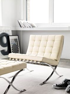 Welcome to your modern throne, the Barcelona chair and ottoman, designed by by Mies van der Rohe in my forever favorite chair! Think of it, a chair this sleek and timeless being designed in Cool Furniture, Modern Furniture, Furniture Design, Ottoman Design, Couch Design, Canapé Design, Modern Design, Ludwig Mies Van Der Rohe, Design Within Reach